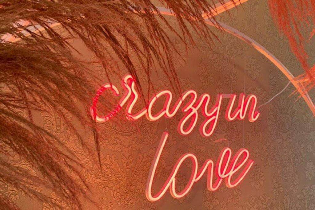neon Crazy in love red